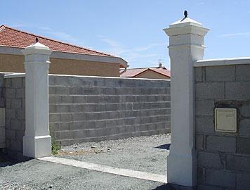deco rome decoration exterieure villa colonnes antiques piliers pilier de portail